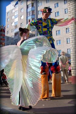 Прекрасные бабочки и акробаты