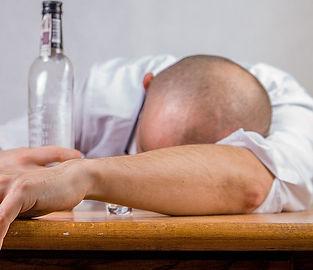 alcoholic-1939418_960_720.jpg