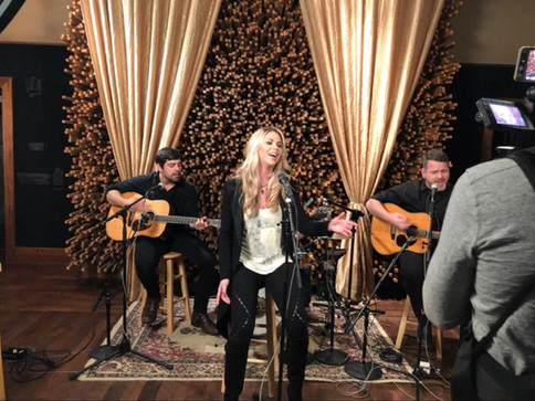 "Sandra Lynn premieres ""Fight"" Acoustic Video on Country Rebel"