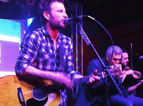 Taylor Hicks Performs with Dierks Bentley at DVI Ski Fest