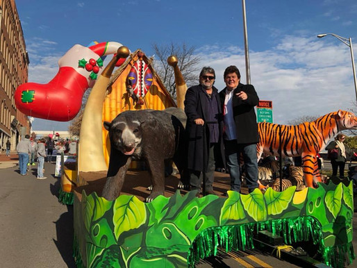 Shenandoah Performs Christmas Single and Rides Float in Nashville Christmas Parade