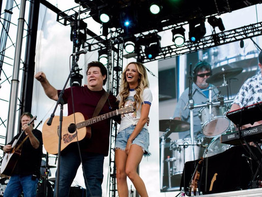 """Carly Pearce Joins Shenandoah On Stage for a Duet of """"Vicinity of the Heart"""""""