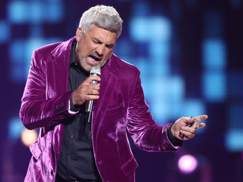Taylor Hicks Performs in the American Idol Finale in Hollywood