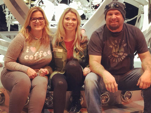 Garth and Trisha invite Sandra Lynn to sing with them at Bridgestone Arena Soundcheck