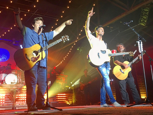 """Jake Owen and Shenandoah perform """"Sunday in the South"""" Together at Pandora Event"""