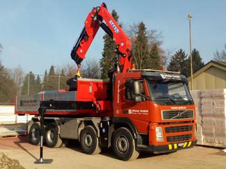 Volvo LKW mit Kran