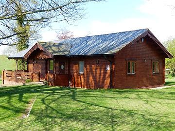 Spacious log cabin sleeping 6 people