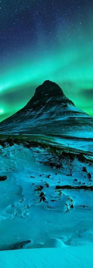 Kirkjufell Iceland (2019).png