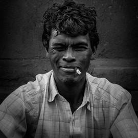l'homme à la cigarette  - Madagascar -  vincentvibert.com