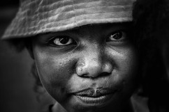 la vendeuse de la  rue  -  Madagascar- vincentvibert.com