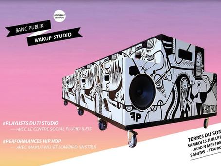 Le banc publik wakup studio à Terre du Son