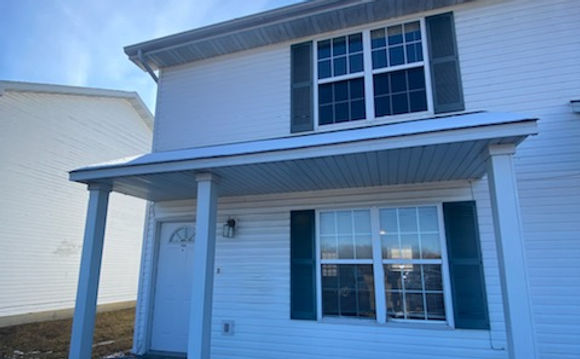 Front view of 2 bedroom town home in Buffalo Mo rental