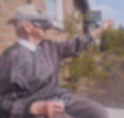 Oma mit Virtual Reality Brille Oculus Go Granny Vision.jpg