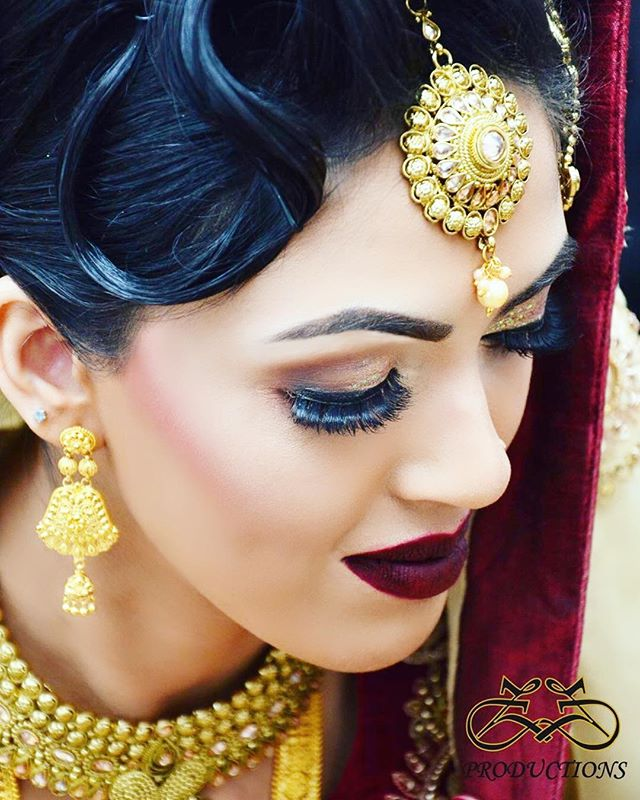 Check out this amazing #bridal look complete with #dazzling bespoke jewellery and #flawless make up