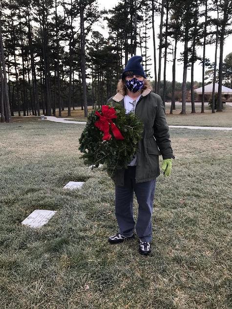 wreath8l.jpg