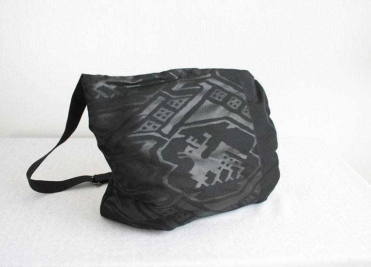 帯のショルダーバッグ(黒い麒麟) Upcycled Obi Shoulder Bag (Black)