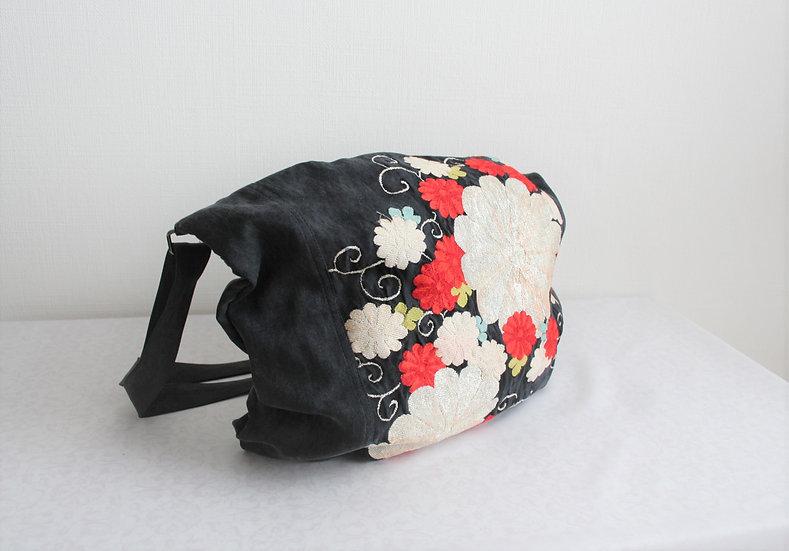 帯のショルダーバッグ(紺に花) Upcycled Obi Shoulder Bag (Navy Blue)