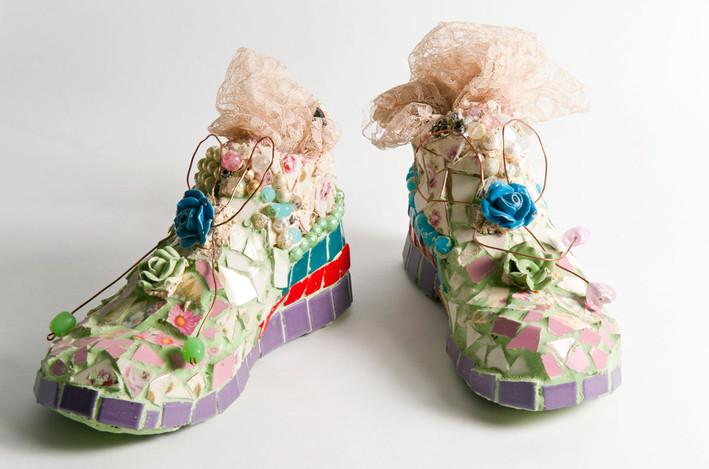 חולת נעליים, 2012