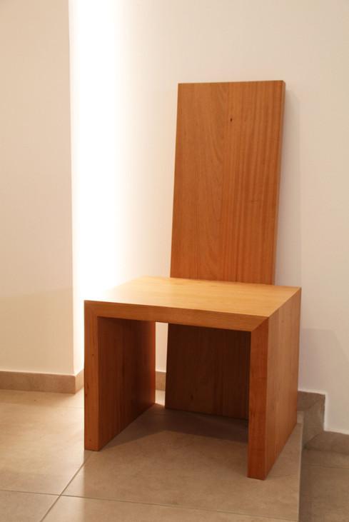 Cadeira presidencial em madeira
