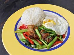 芥蘭炒三層肉飯