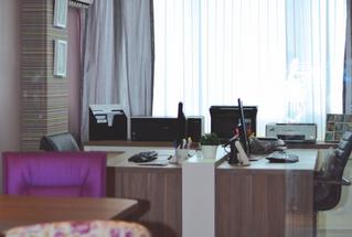 Um escritório pequeno e funcional