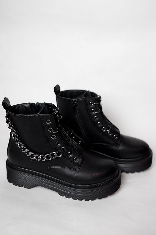 Buty z łańcuchem