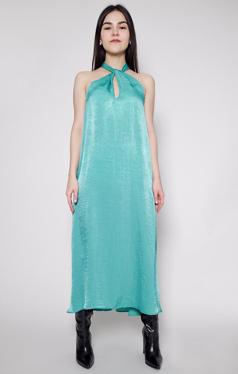 Suknia z ozdobnym dekoltem
