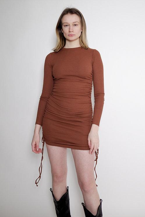 Brązowa sukienka z wiązaniami