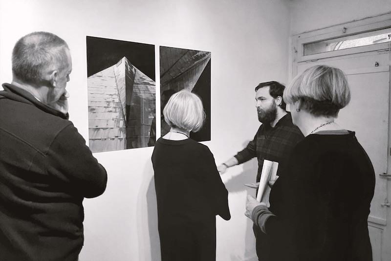 Fotokunst Ausstellung 3030 Back on Earth von Amede Ackermann in der Galerie amschatzhaus in Neuss Holzheim.