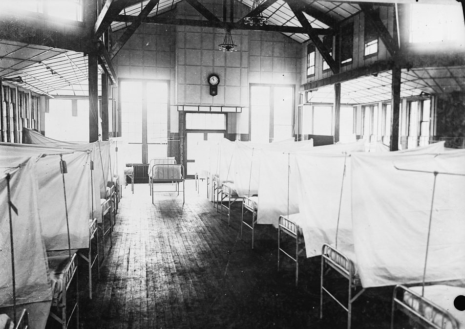 A photo of The interior of Red Cross House at U.S. General Hospital #16 is seen during the 1918 Spanish Flu pandemic in New Haven, Conn. in 1919.Credit...Library of Congress