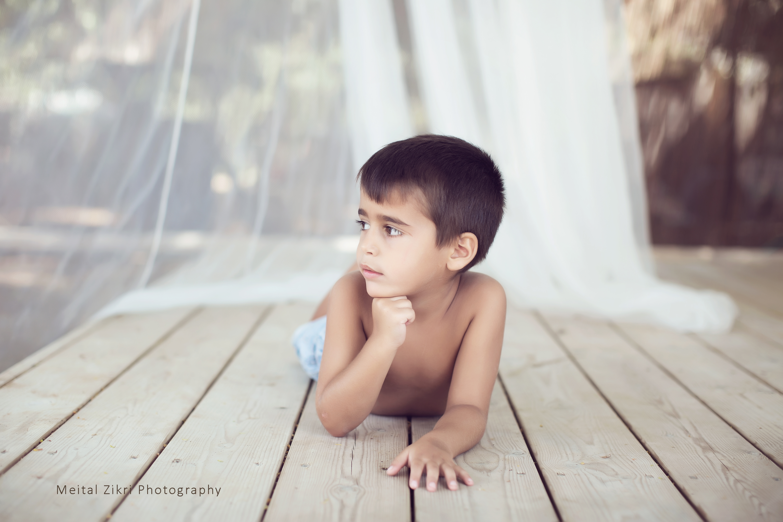 צילומי ילדים בחצר הסטודיו