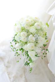 セミキャスケードブーケ 八芳園の花嫁様へ  ホワイトスターをアクセントに