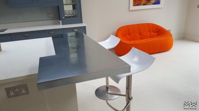 Designer, zinc bar