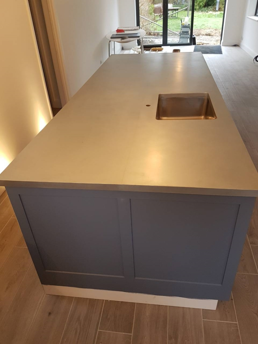 Double width zinc island with joint