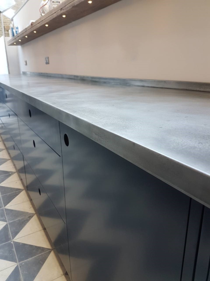 Zinc worktop with custom patina