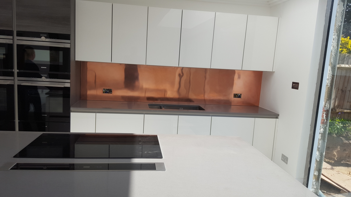 Splashback in copper