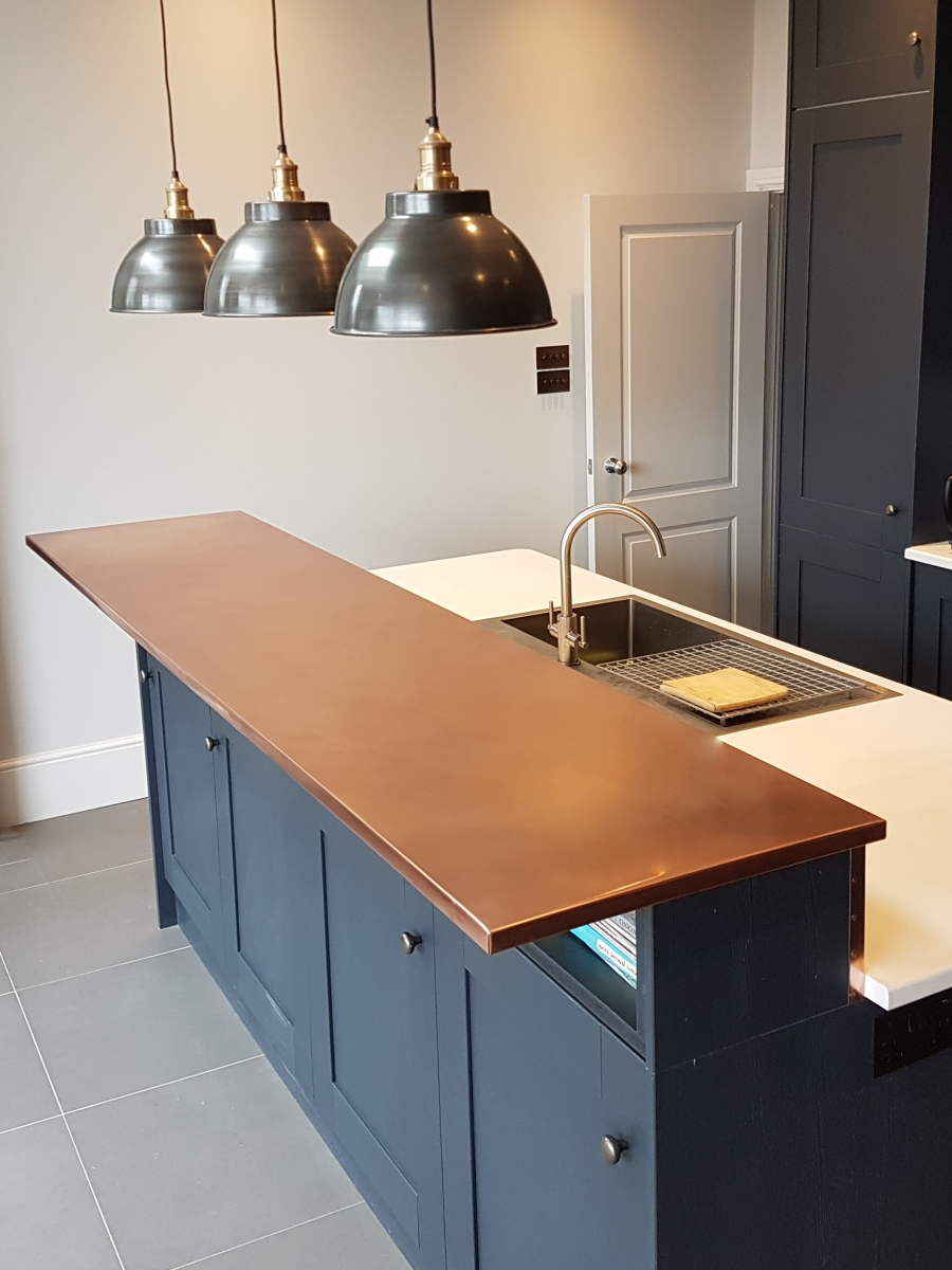 Breakfast bar in copper
