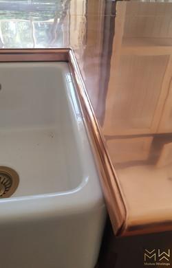 Curved edge sink cutout