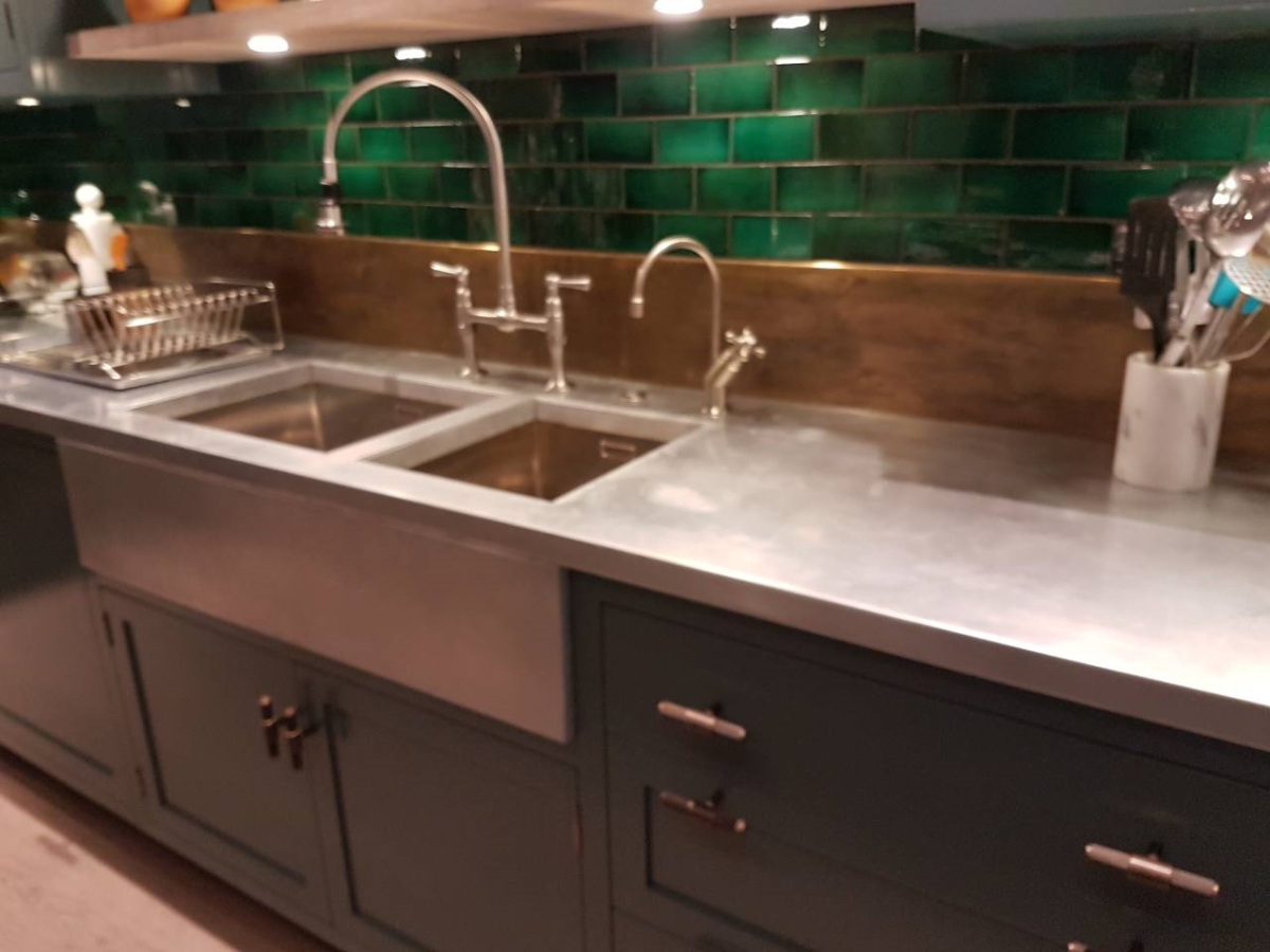 Under-mounted sink in zinc worktop