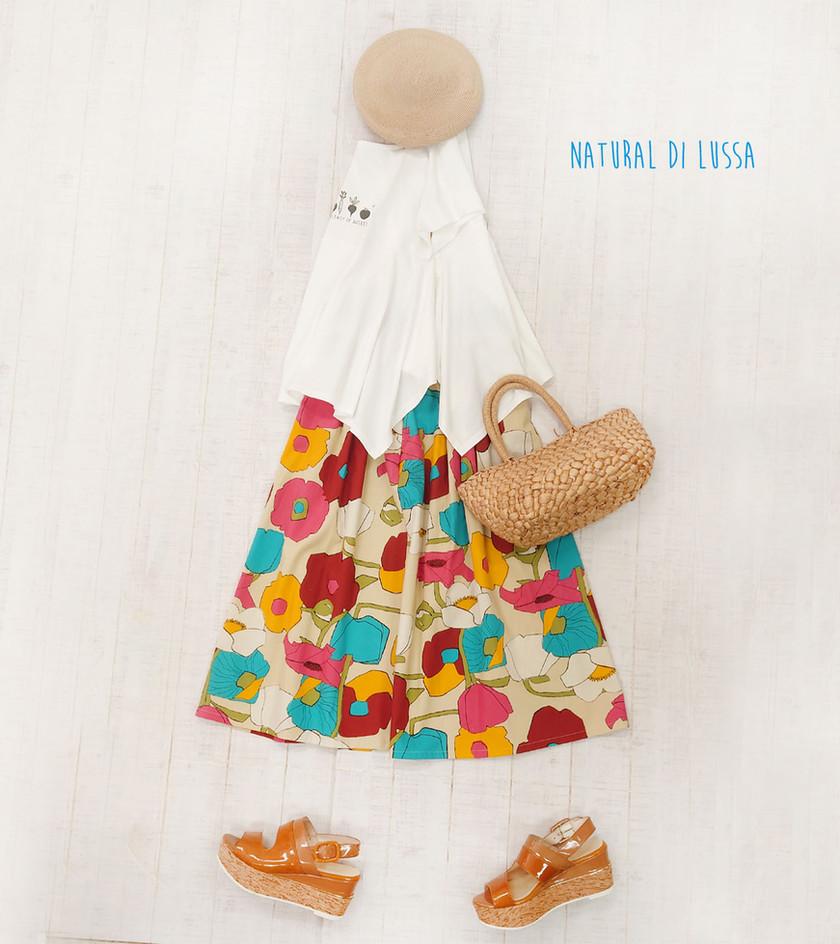 カラフルフラワープリントスカートと    野菜プリントTシャツ