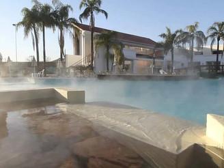 Las Termas de Río Hondo permanece abierta al turismo afirmó el gobernador de Santiago del Estero