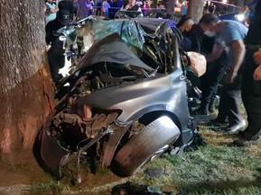 #SantaFe Tres personas murieron al chocar violentamente un auto contra un árbol