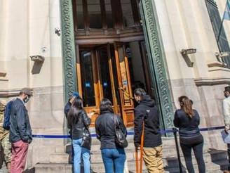 Los bancos recuerdan las medidas de prevención ante el avance de la segunda ola del coronavirus