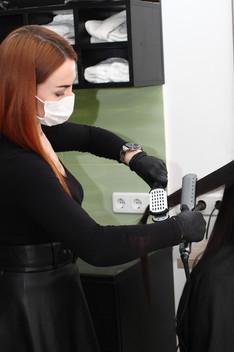 hairdresser%20in%20a%20medical%20mask%20