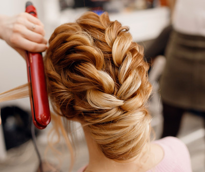 Woman%20hairdresser%20making%20hairstyle