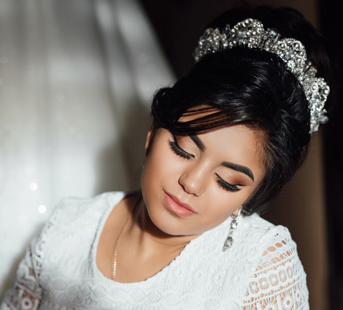 A elegant and beautiful bride at home. F