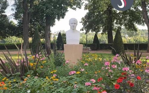 Le buste en pierre de Napoléon 1er au parc Napoléon à Thionville