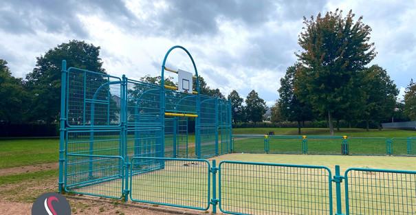 Un petit stade de foot dans le parc Nelson Mandela à Thionville