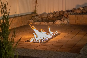 Wide, ground-level firepit