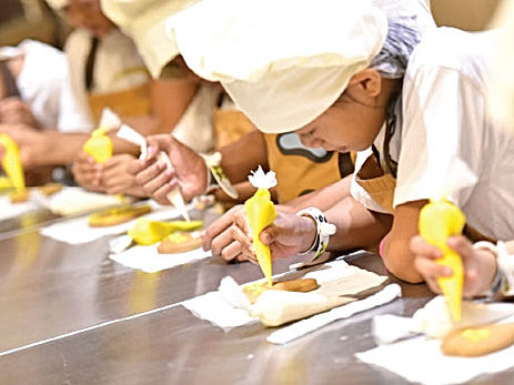 Kids cookng school